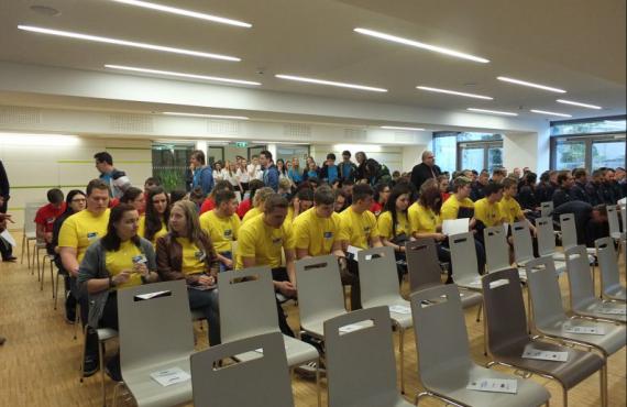 Auf diesem Bild sind Schüler der Lehrberufsschule Baden zu sehen.